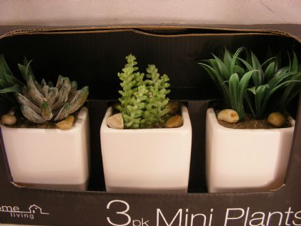 BNIB ARTIFICIAL GLOSSY POTS PLANTS SET OF 3
